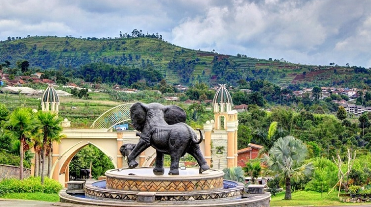 kampung gajah wonderland bandung wahana dan harga tiket masuk rh tourbandung id