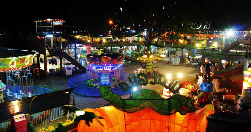 Bandung Carnival Land Malam Hari