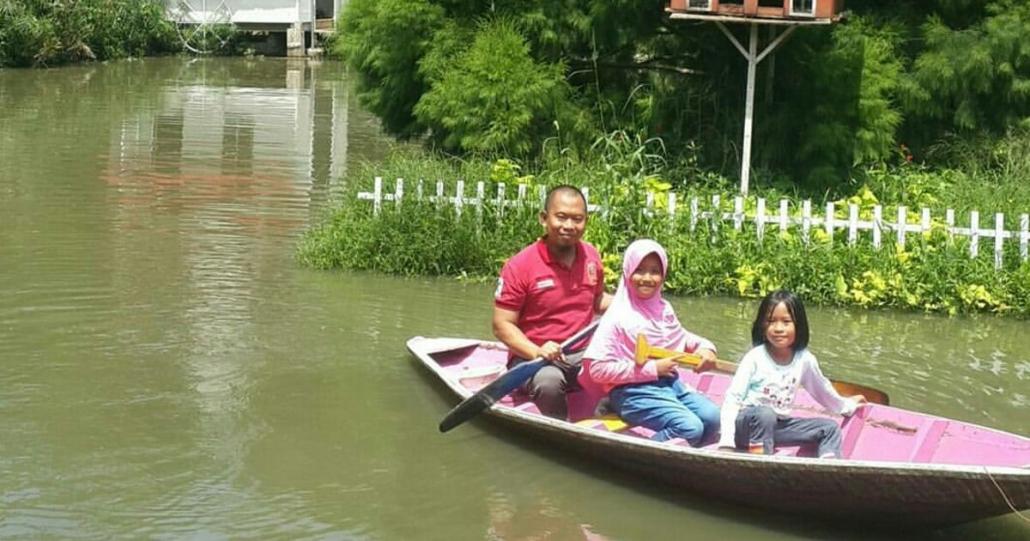 Wisata Keluarga Kampung Tulip Bandung