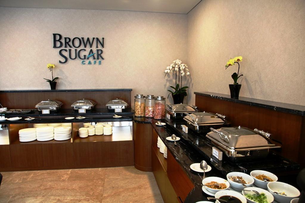 Breakfast Hotel California Bandung